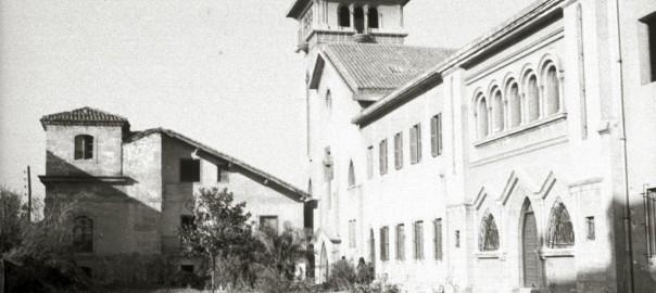 Edificio nuevo con el edificio Eriyoene al fondo. (1949) Fondo kutxateka