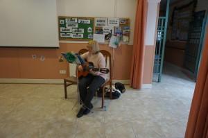 Elena y su Guitarra